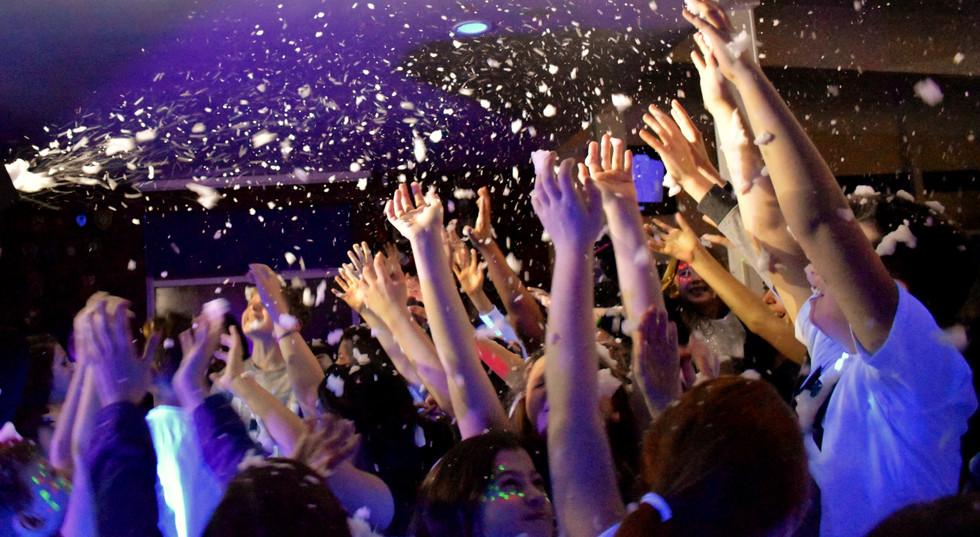 Kids disco party in Essex - Moji Entertainer