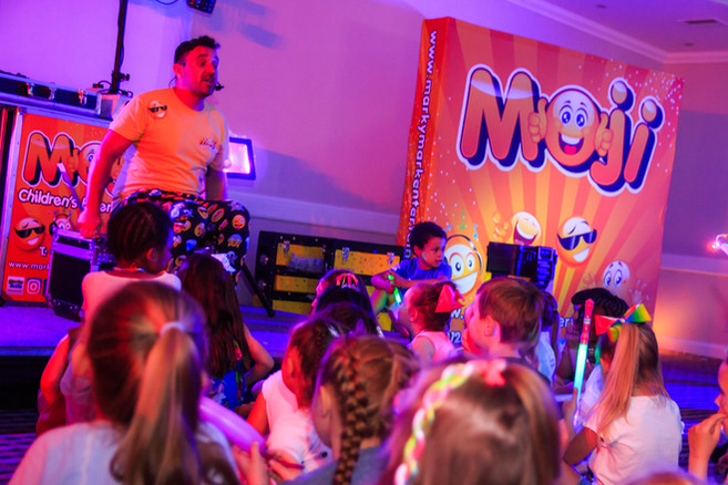 Children's party entertainers in Essex performing a show - Moji Entertainer