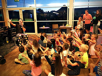 nursery and pre-school party entertainers in Essex - MMENT