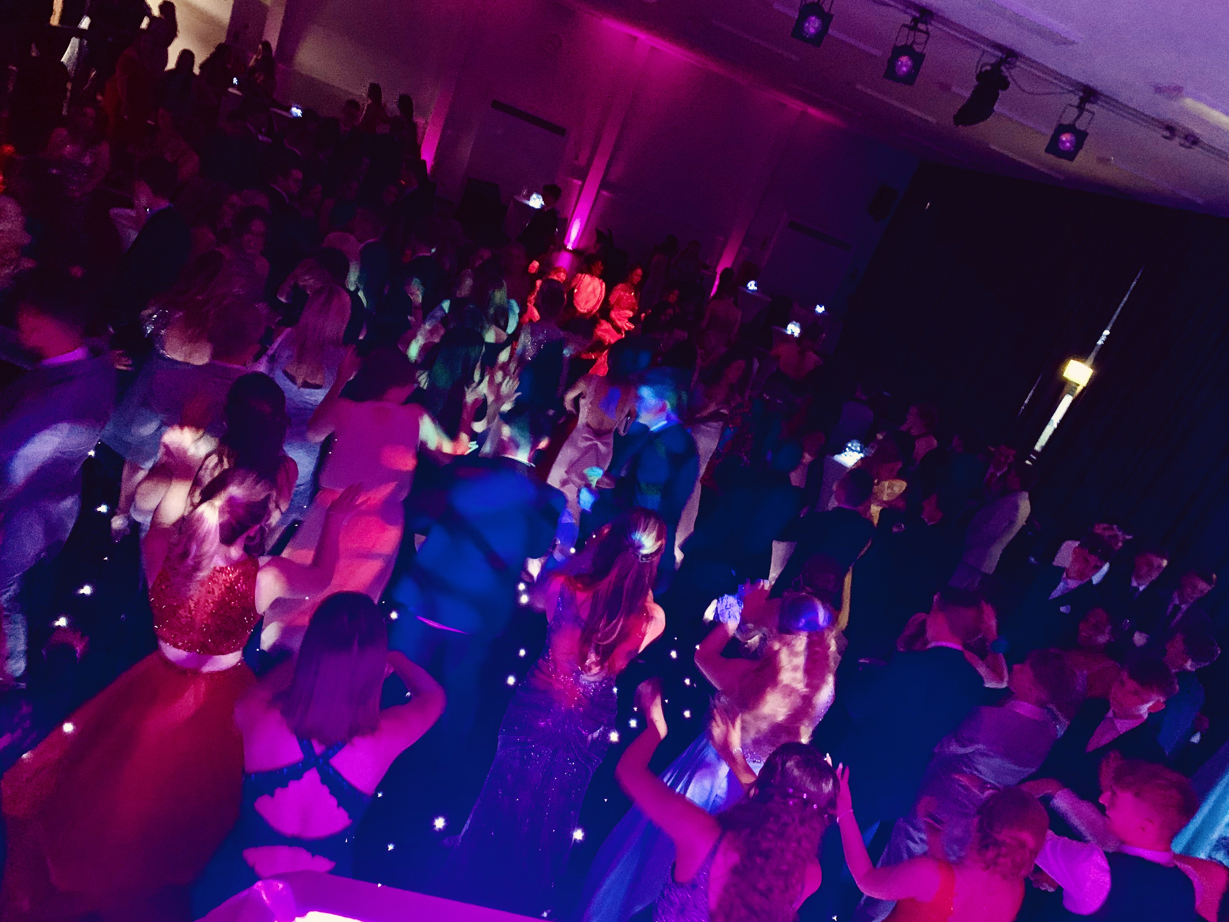 Teen disco DJ Hertford - Moji Entertainer