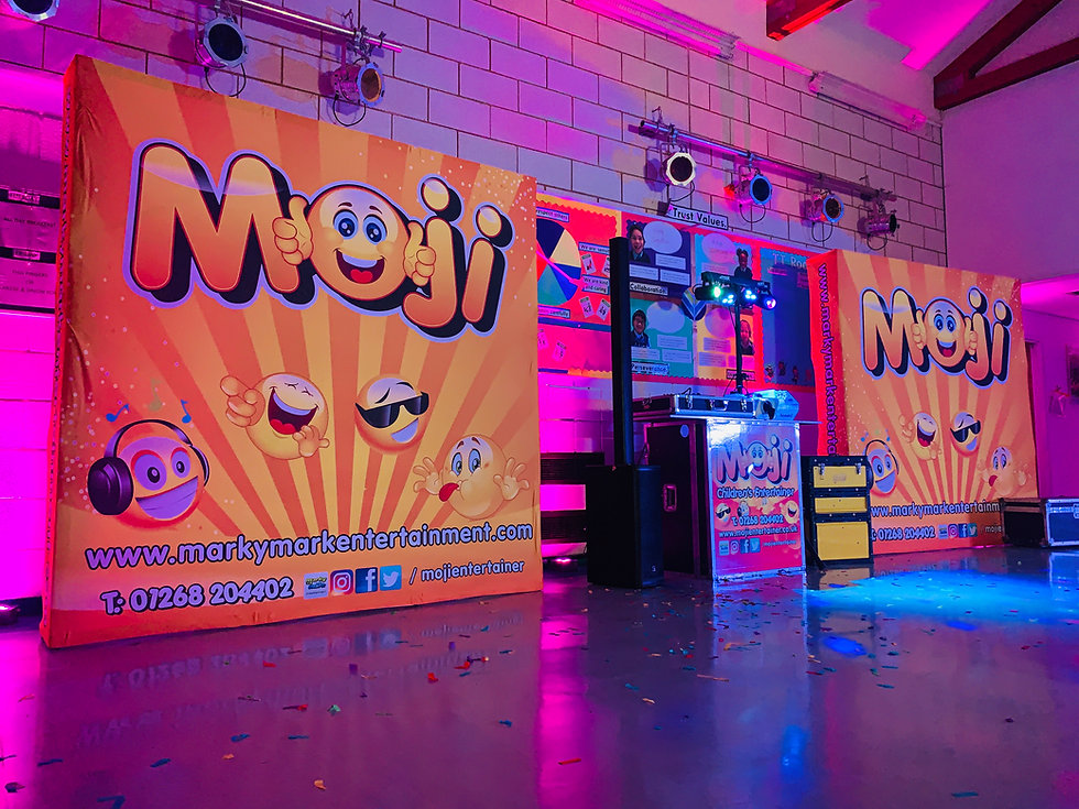 Children's Entertainer and DJ Hire fro School Disocs in Essex, kent, London and Hertfordshire - Moji Entertainer