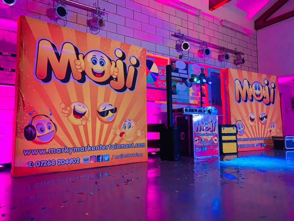 School disco entertainers in Essex, Kent, London and Hertford - Moji Entertainer