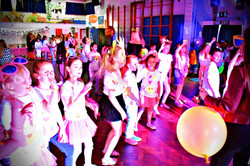 Kids party entertainer in Hertford - MMENT