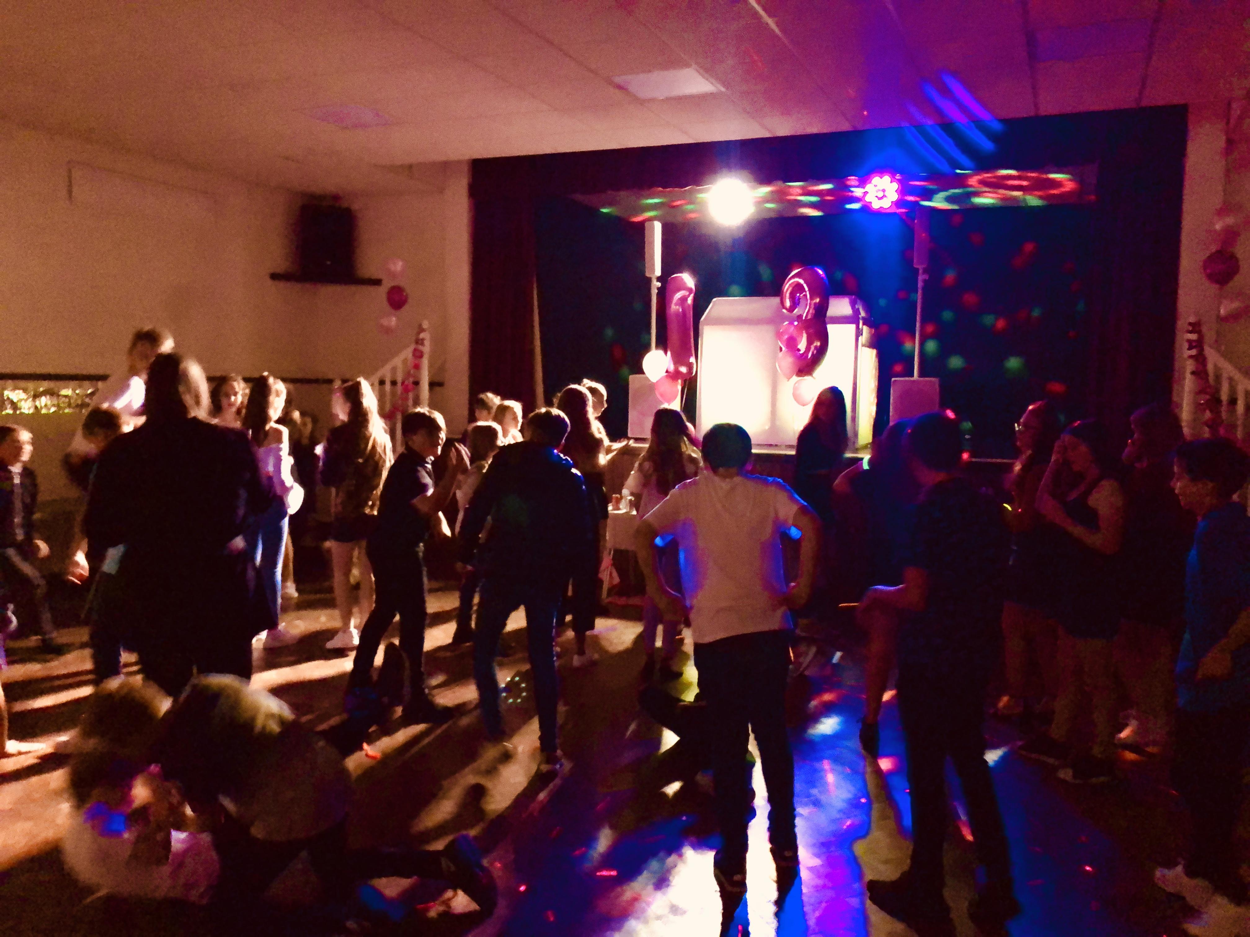 DJs for teenage discos in Kent - Moji Entertainer