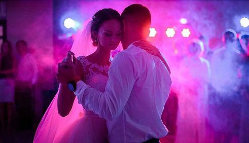 Wedding first dance - DJ packages Wedding Essex - MMENT