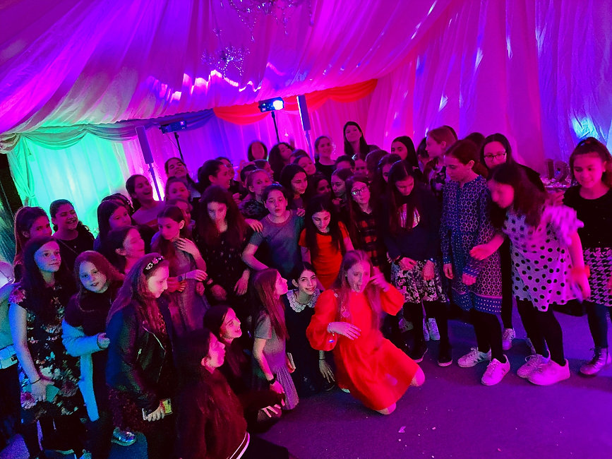 Kids Disco with uplighting - Moji Entertainer