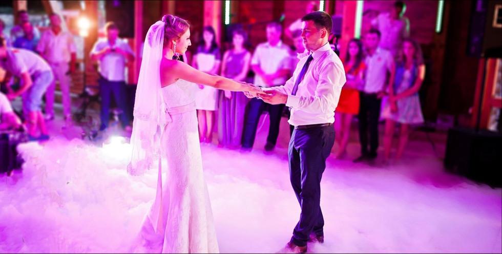 Wedding first dance - Wedding DJ Essex - MMENT