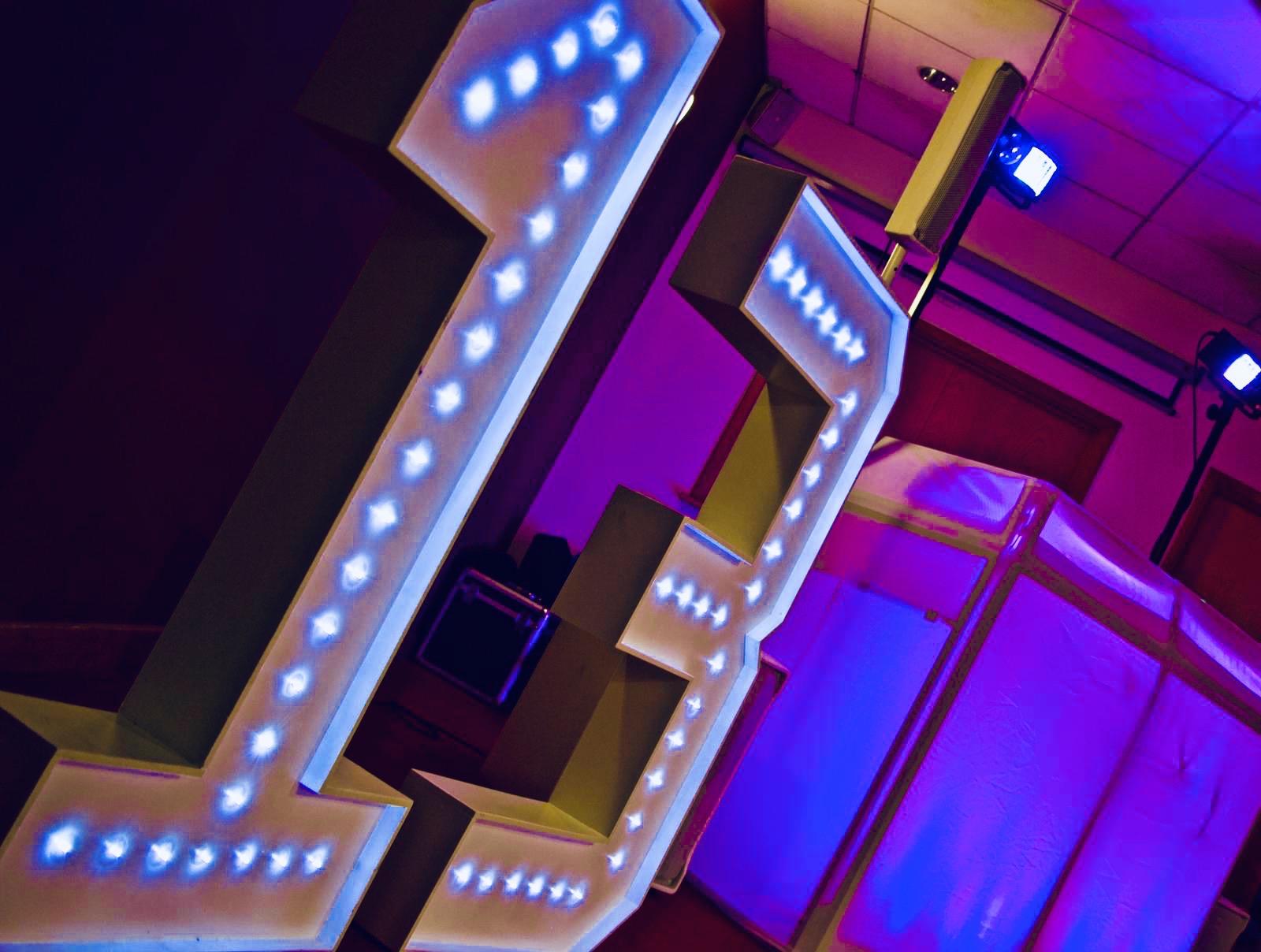 Light up numbers for teen discos in Essex DJs for teenage discos in Essex - Moji Entertainer