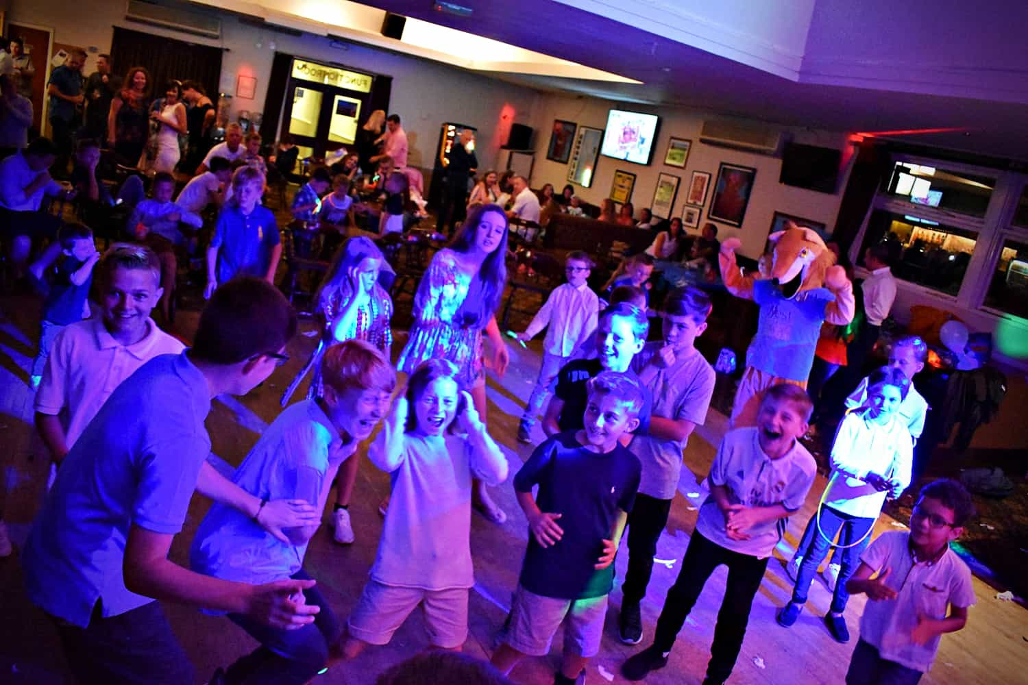 Kids disco party in Kent - Moji Enterainer