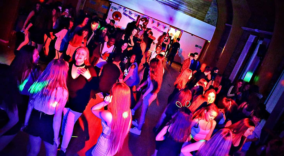 Teenagers Disco in London - DJs for teenagers parties London - MMENT