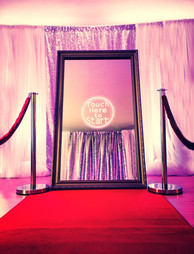 Magic mirror photo booth ofr a teenagers party - MMENT