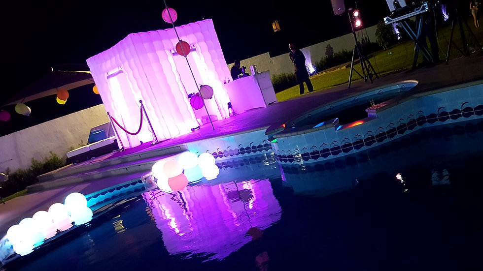 inflatable photo booth light up outside - MMENT