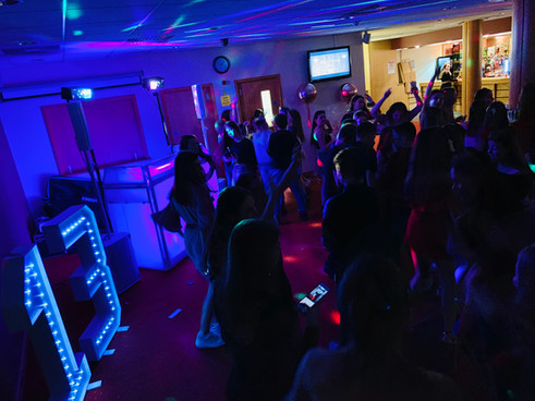 packed dance floor at a teenagers party - Teen discos Essex - MMENT