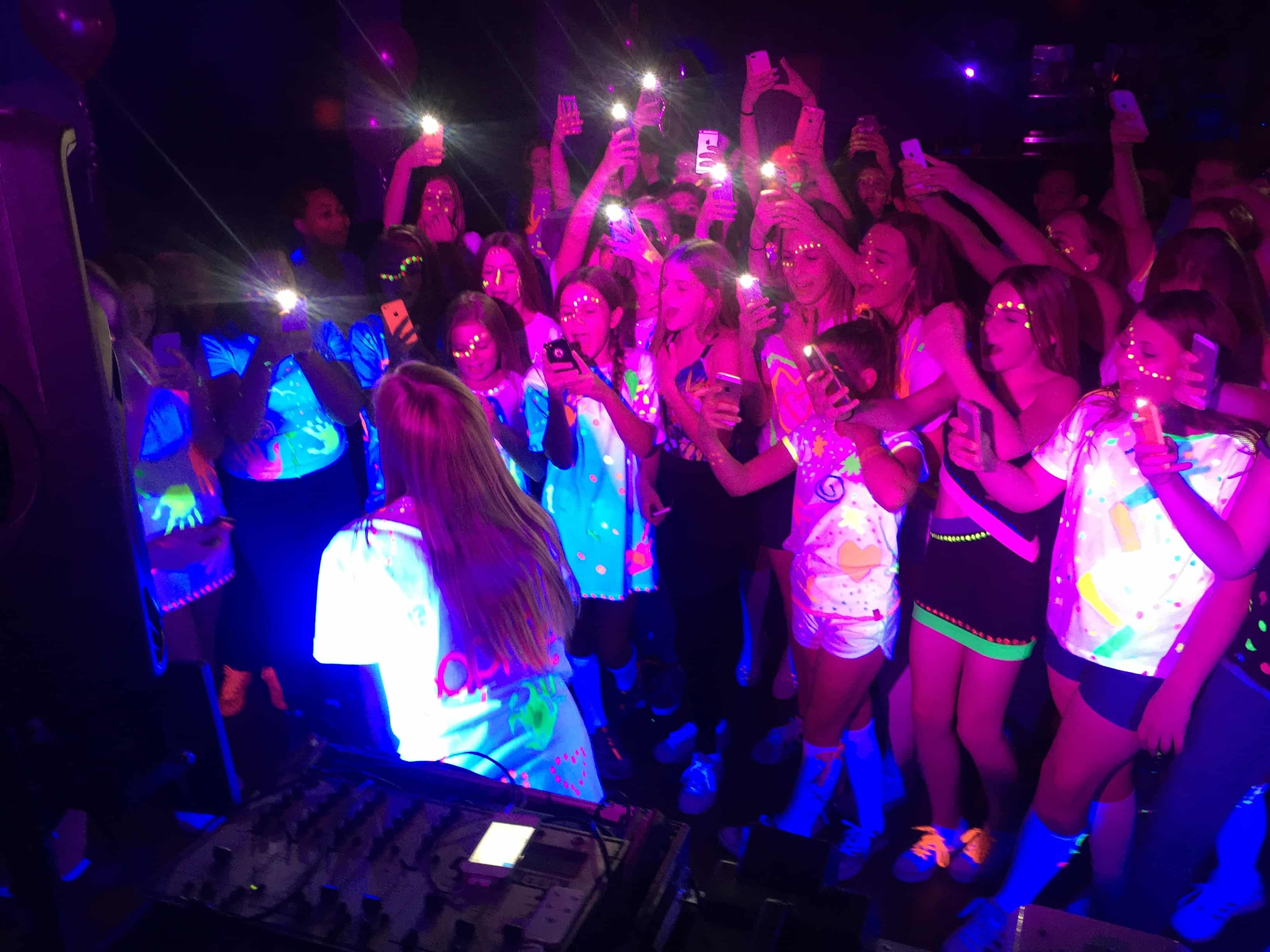 Kids UV Party in Kent - Moji Entertainer