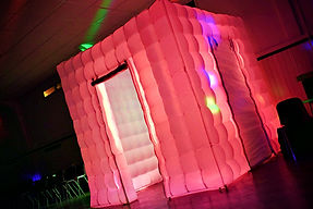Inflatbel hoto booth for kids parties. - Moji Entertainer Essex