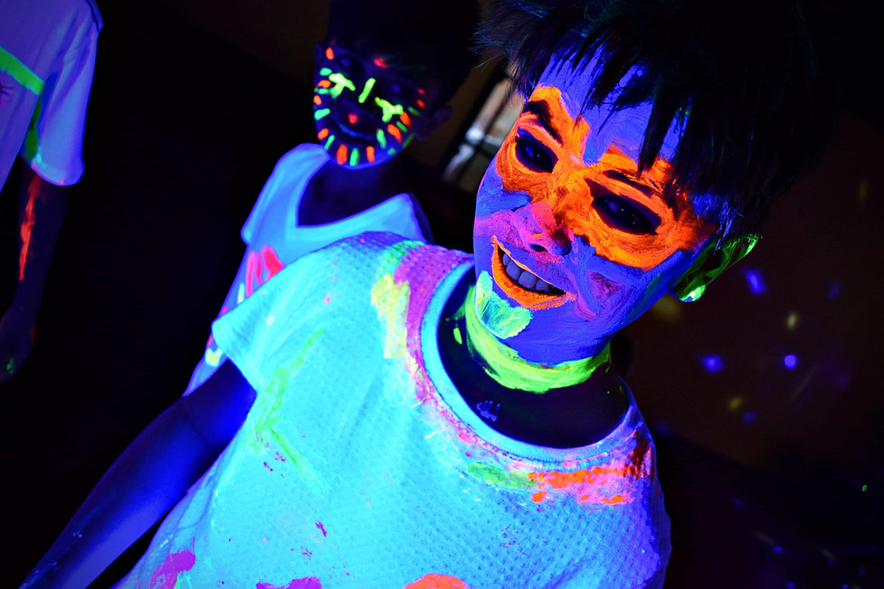 Boy with UV facepainting - UV parties Essex - MMENT