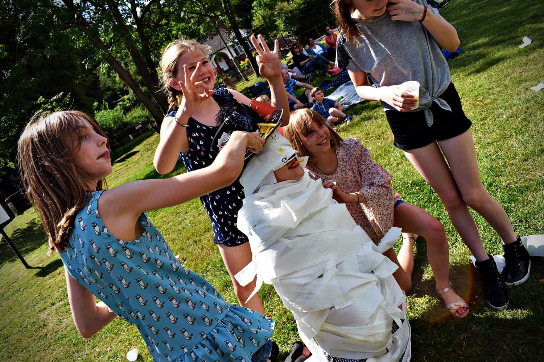 Children's party games Essex - Moji Children's Entertainer