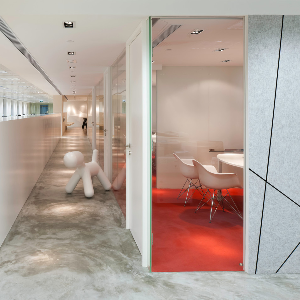 yo_design_meeting_room_corridor.jpg