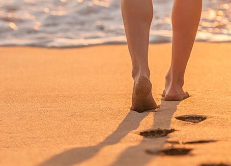 Mejora la circulación de tus piernas en la playa este verano
