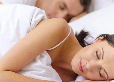 Las mujeres necesitan dormir más