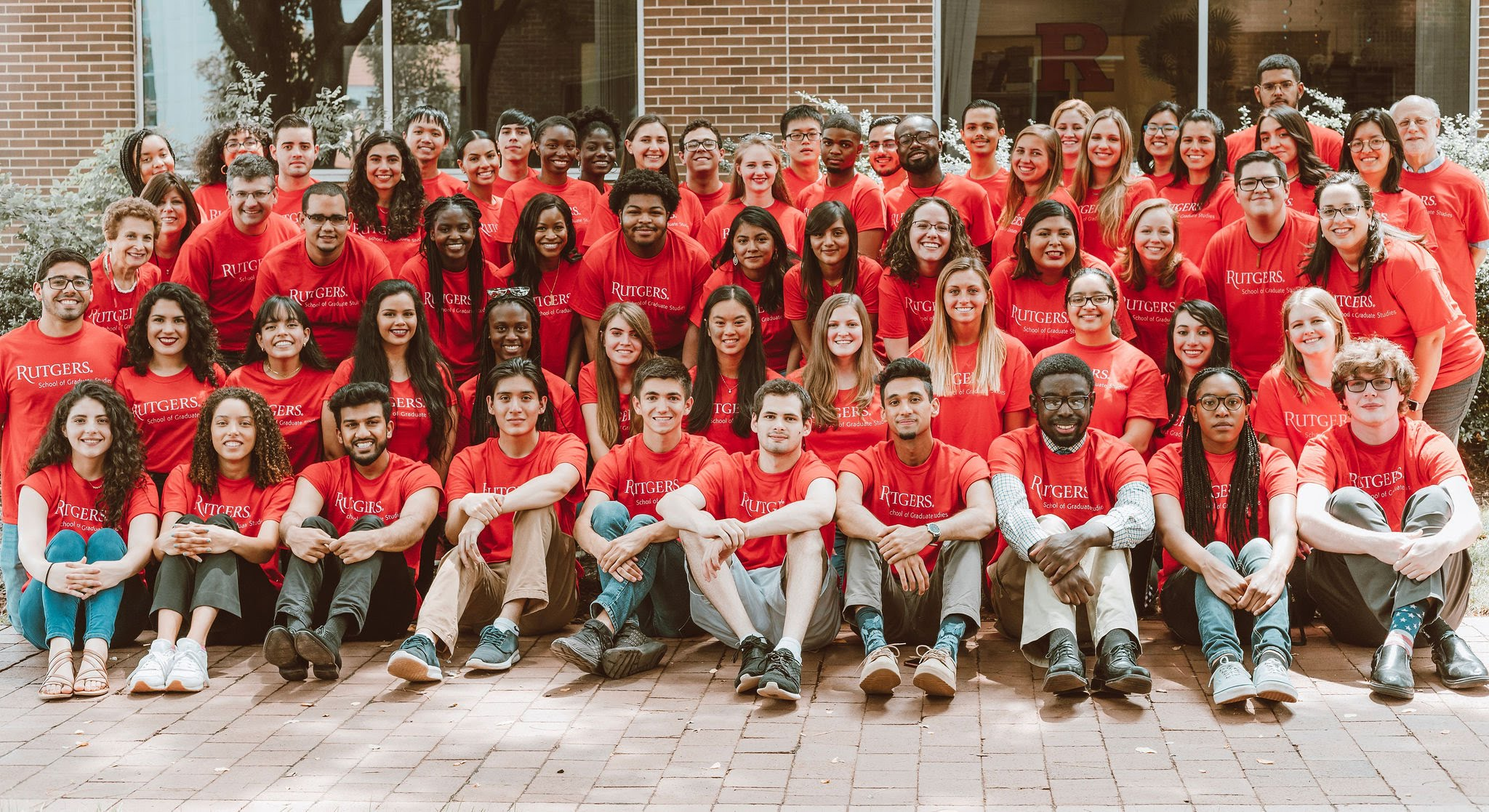 1 RISE 2019 group in red shirts