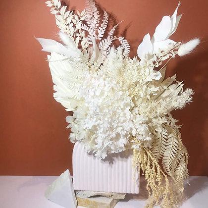 Neutral arch flora arrangement (medium)