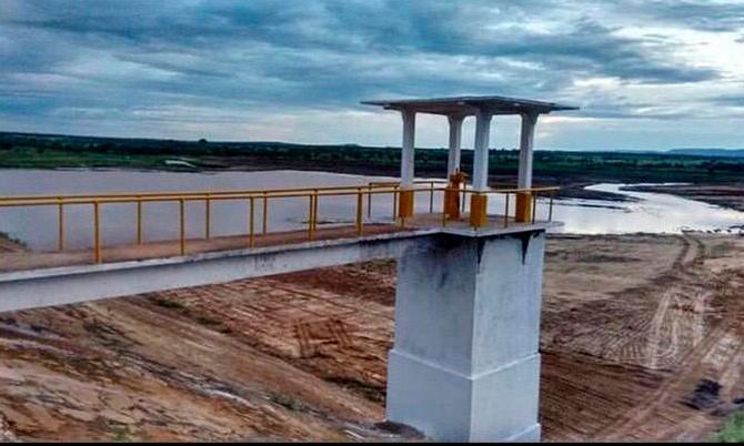 Macaúbas: Surtindo efeito na lagoa