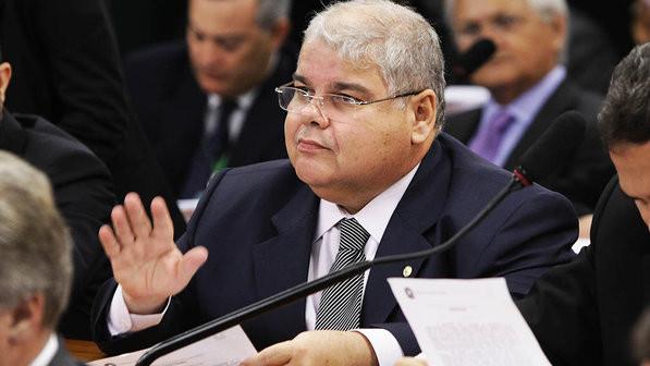 O deputado federal Lúcio Vieira Lima fala sobre reforma política e prevê desafios
