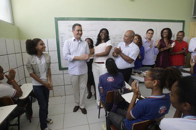 Governador da Bahia quer criar lei que estimula permanência de professores