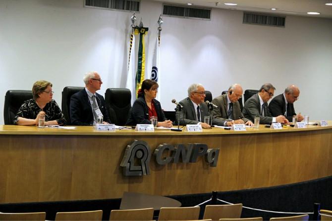 Brasil firma acordo com a França para pesquisas sobre fármacos e fusão nuclear
