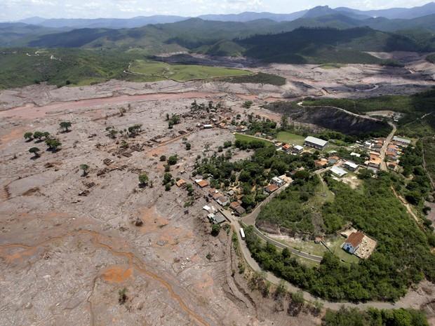 Quatro empresas e 22 pessoas se tornam rés por desastre em Mariana