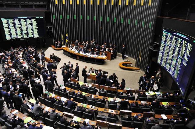 Câmara aprova em segundo turno texto-base da PEC 241