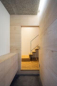 玄関,ラワン合板,,木毛板,,土間,ヘリンボーン,シンプル,モダン,家,住宅,注文住宅,デザイン,ミニマル,家,建築家,設計事務所
