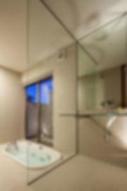 浴室,洗面,洗面台,vola,モザイクタイル,ガラス,平屋,住宅,シンプル,モダン,玄昌石,注文住宅,デザイン,ミニマル,家,建築家,設計事務所