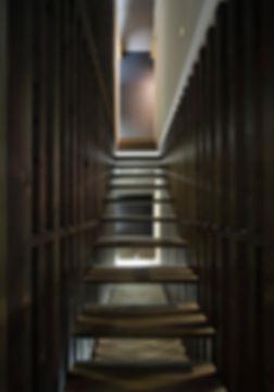 階段,格子,スケルトン階段,間接照明,中庭,シンプル,モダン,家,住宅,注文住宅,デザイン,ミニマル,家,建築家,設計事務所,兵庫県,神戸市