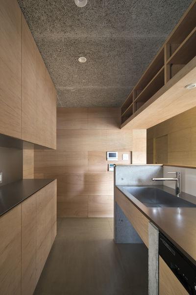 キッチン,台所,オーダーキッチン,ラワン合板,セメント板,木毛板,シンプル,モダン,家,住宅,注文住宅,デザイン,ミニマル,家,建築家,設計事務所