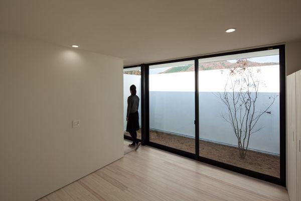 寝室,中庭,シンプル,モダン,家,住宅,注文住宅,デザイン,ミニマル,家,建築家,設計事務所,兵庫県,多可郡