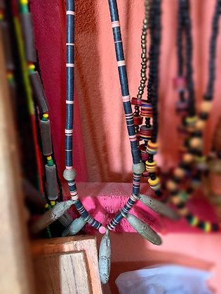 Collier long perles Cofi et pièces en bronze
