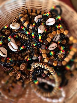 Bracelet perles et coquillage cauri