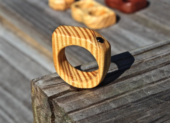 Yellow Pine Slant Black Bead Ring