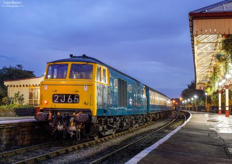 Class 35 'Hymek' D7076