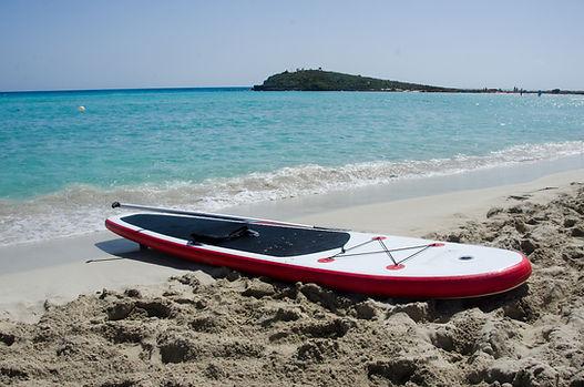 Paddleboard en la orilla