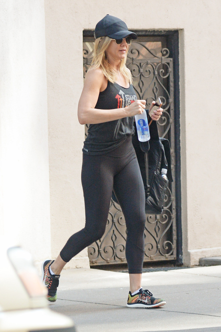 Jennifer Aniston Barre Colombo Sri Lanka