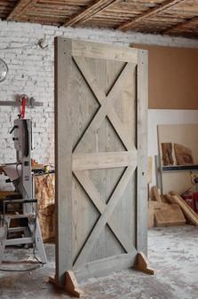Амбарная дверь из массива ясеня