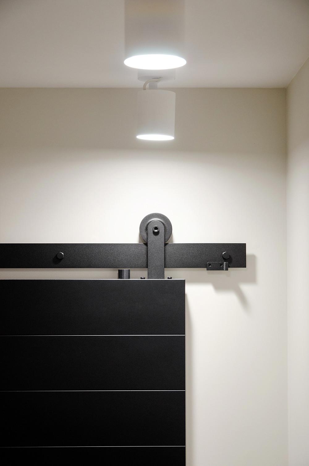 Раздвижная дверь с амбарным механизмом Monorolla