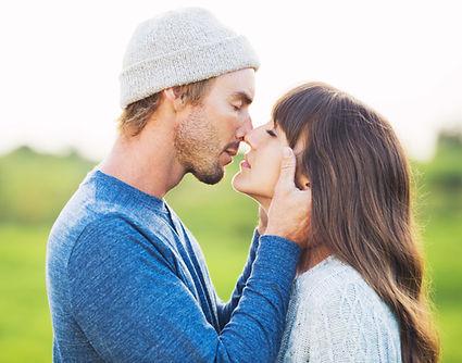בדיקת זוגיות, התאמה זוגית, זוג אוהבים, נשיקה