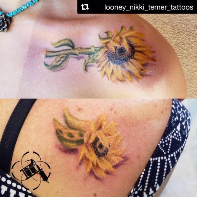 mom and daugheter sunflowers