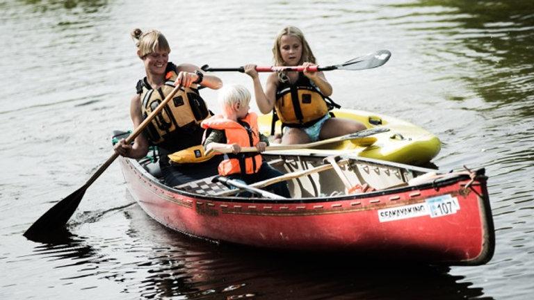 Kanuu ja matkalaager peredele