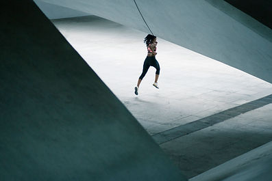 Meisje dat in Urban Scenery