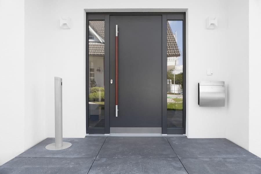 Aluminum Entrance Door, Aluminum Front Door, Aluminum Door, Modern Entrance Door, Wood Handle, St. Catharines, Hamilton, Burlington, Oakville, Toronto, Muskoka, Ottawa
